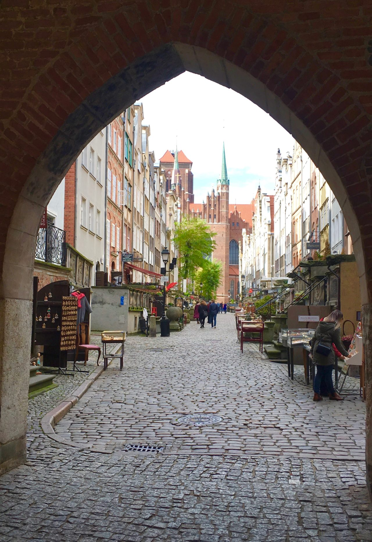 Through t he arch - the beautiful streets of Gdansk Old Town