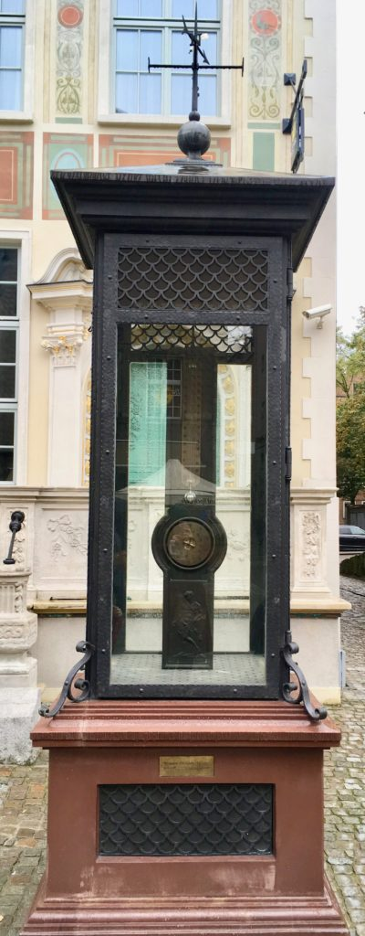 The memorial to Daniel Fahrenheit showing a mercury thermometer