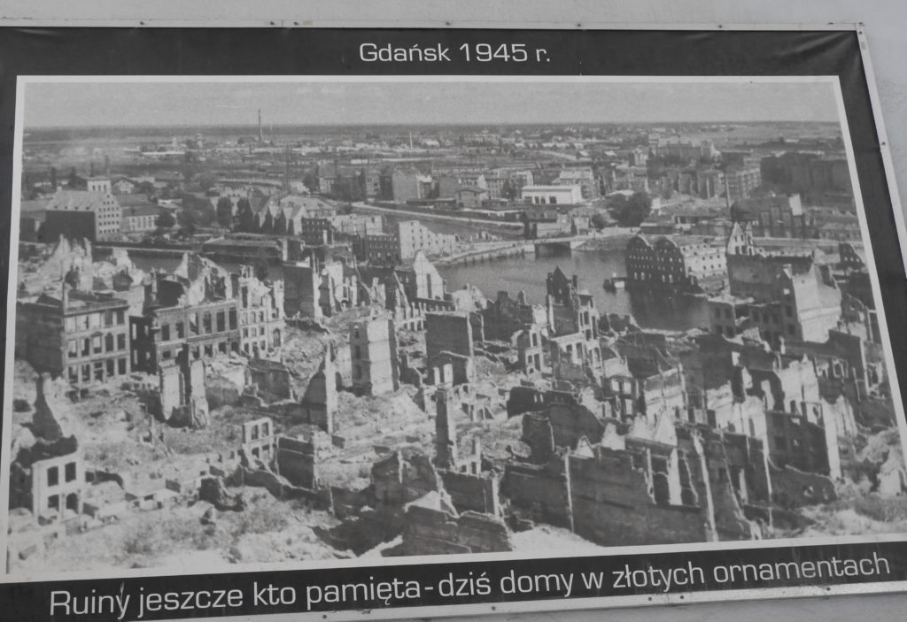 Photo showing the damage to Gdansk by 1945